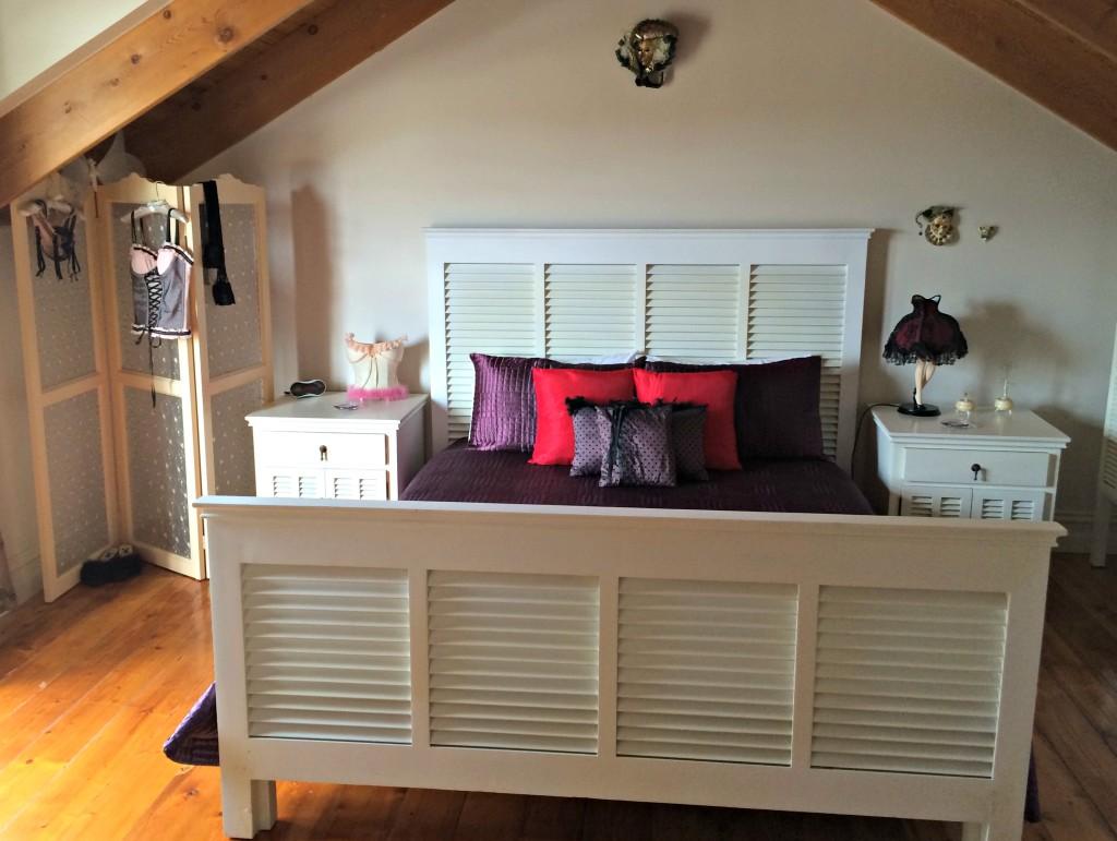 50515-my bed-moulin-rouge-room-Pelican-Sands-Portarlington