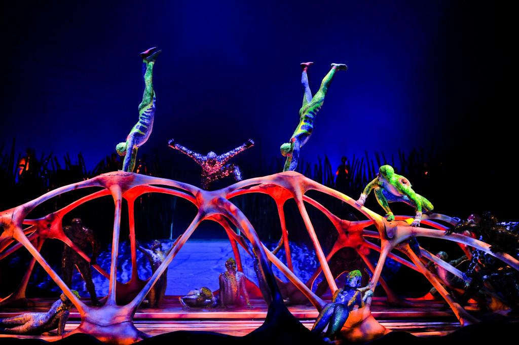 Bars -(Carapace)-Cirque-Du-Soleil's Totem. OSA Images / Costumes: Kym Barrett / ©2010 Cirque du Soleil Inc.