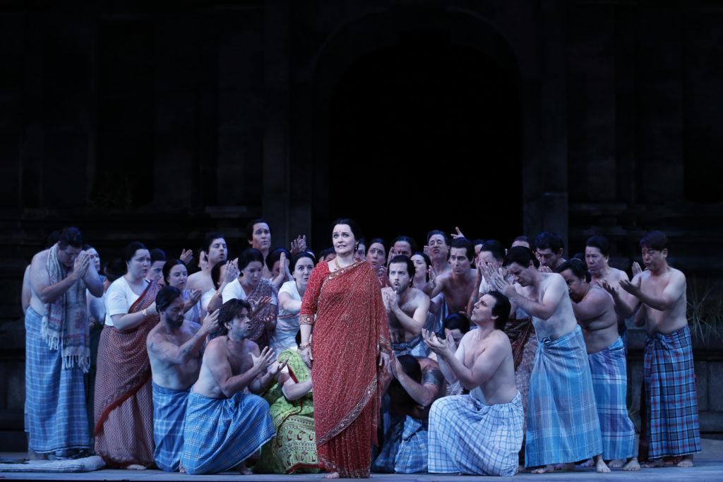 Emma Matthews and the Opera Australia choir in The Pearlfishers.