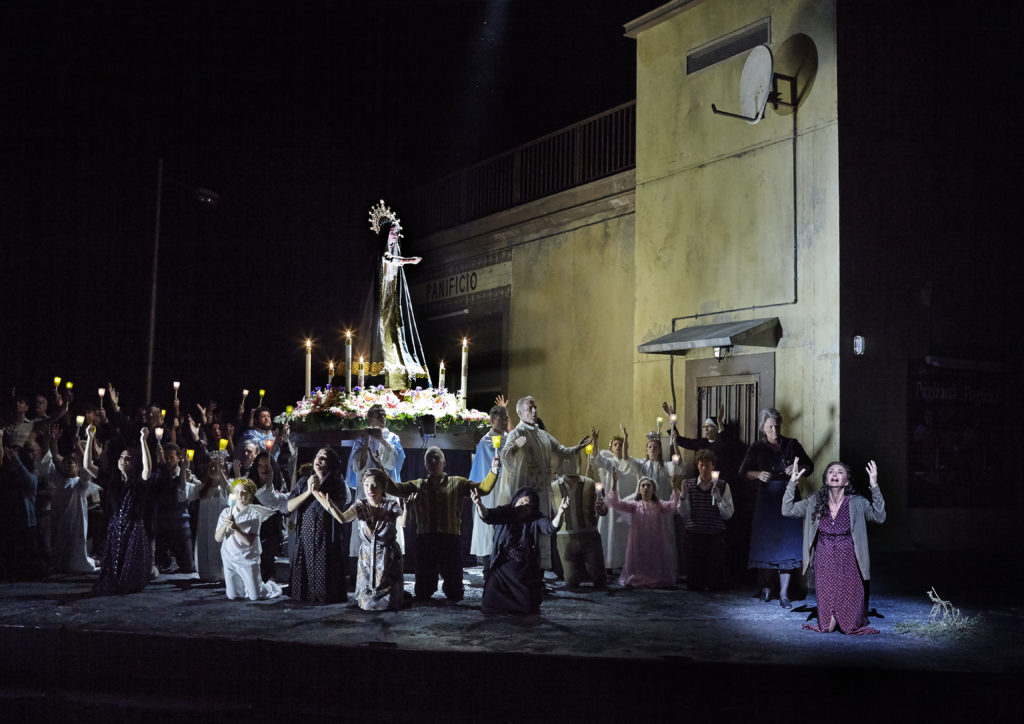 Dragana Radakovic as Santuzza and the Opera Australia Chorus in Cavalleria Rusticana.