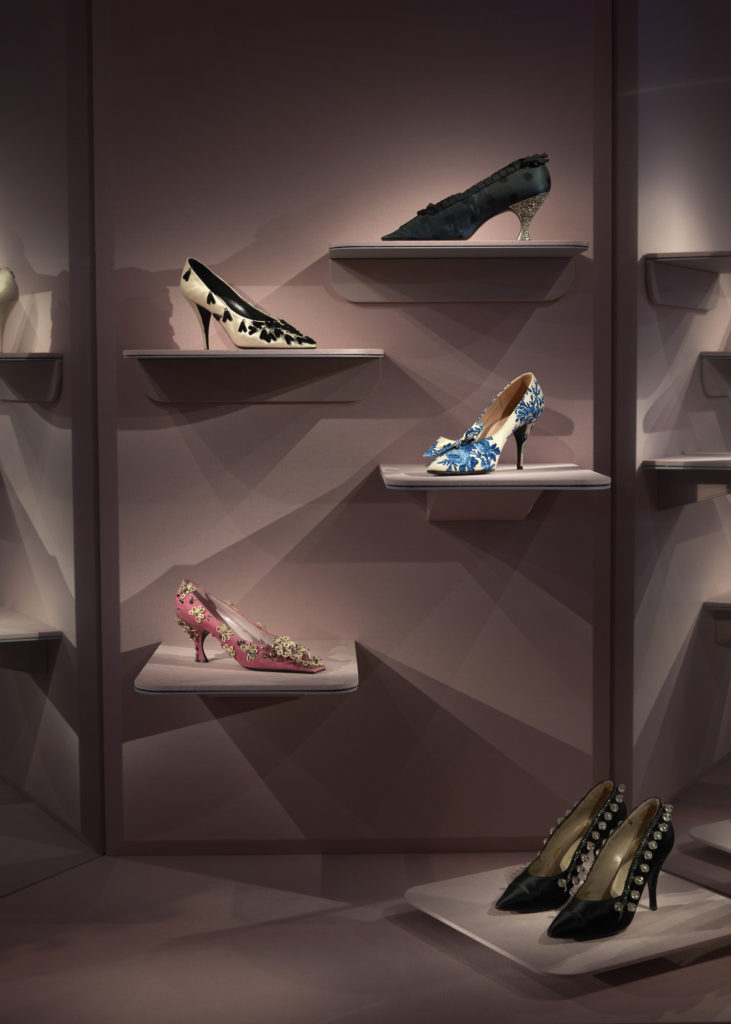 The exhibition features a section dedicated to accessories including shoes.